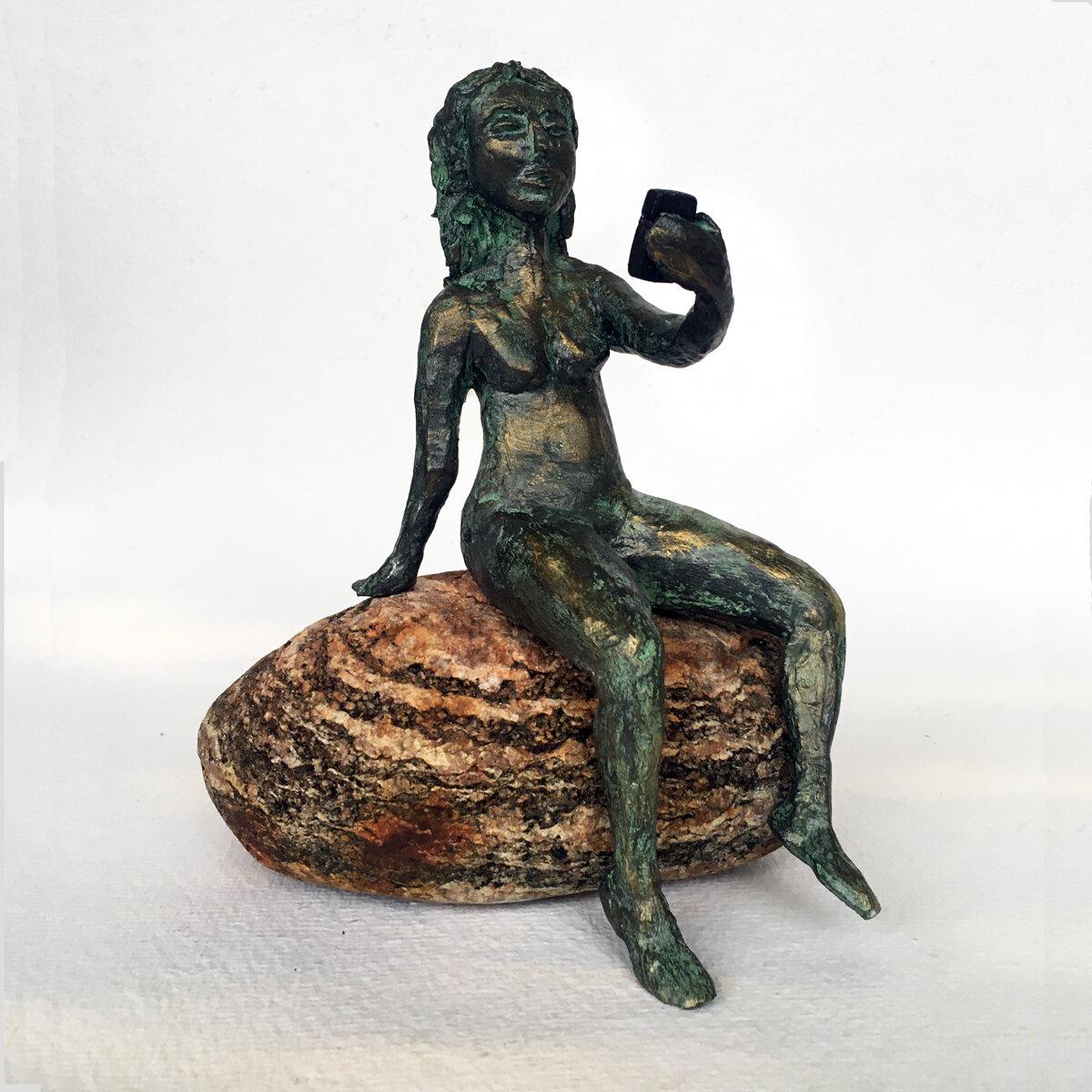 """""""Självbild"""" skulptur i papiermaché. Höjd 17 cm. 2900 kr."""