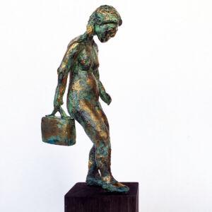 """""""På väg"""" skulptur i papiermaché. Höjd 25 cm. 2900 kr."""