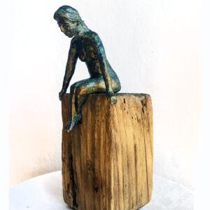 """""""Strandfynd"""" skulptur i papiermaché. Höjd 24 cm. SÅLD"""