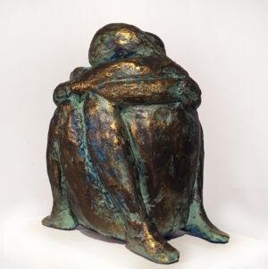 """""""Tillsammans"""" skulptur i gips. Höjd 14 cm. 2400 kr."""