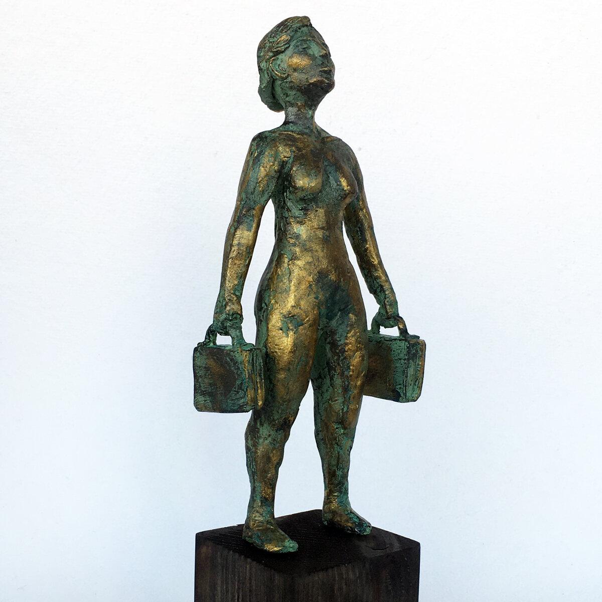 """""""Ta mig tusen dagar härifrån"""" skulptur i papiermaché. Höjd 28 cm. SÅLD"""